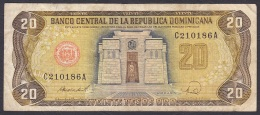 Dominican Republic:- 20 Pesos Oro/P.120c (1988):- F - Dominicana