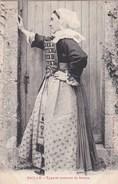 44 SAILLE  Jolie Jeune FEMME En COSTUME Local Timbre 1905 - Frankrijk