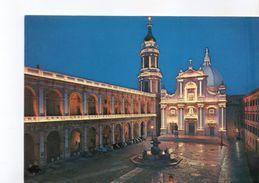 U731 CARTOLINA Di Loreto (Ancona) Piazza Della Madonna - Notturno + Auto, Nuit + Voitures, Night + Cars _ ALTEROCCA - Italia