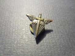 Insigne De Boutonnière à Vis - Parachutiste - ETAP  - B.E - - Fuerzas Aéreas