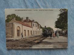 LES ORMES SUR VOULZIE - LA GARE - ARRIVÉE DU TRAIN DE FLAMBOIN - 77 - Autres Communes