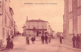 BARBEZIEUX - Rues Des Pilards Et De La République - France