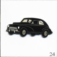 Pin's Automobile - Peugeot 203 Berline (1950). Estampillé J.Y Segalen Collection. EGF. T550-24 - Peugeot
