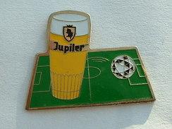 PIN'S BIERE JUPILER - TERRAIN DE FOOTBALL - Beer