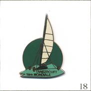 Pin's Char à Voile / 1ère Mondiale à Tanezrouft (Algérie-Mali) - Version Verte. Est. Euridis Bénélux. EGF. T552-18 - Sailing, Yachting