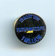 PINS - PIN'S  - PARC DU FUTUROSCOPE - 29 AOUT 1992 - 1 MILLION DE VISITEURS - Badges