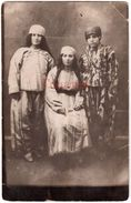 BULGARIA 1920s MUSLIM WOMEN IN TYPICAL NATIONAL COSTUMES Ab571 - Bulgaria