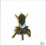 Pin's  Sport - Escrime / Club De Rosny Sous Bois (93). Estampillé Alcara (Logo). Zamac. T554-20 - Fencing