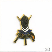 Pin's  Sport - Escrime / Club De Rosny Sous Bois (93). Estampillé Alcara (Logo). Zamac. T554-20 - Schermen