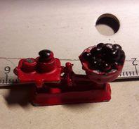 JOUET ANCIEN PLOMB Balance De Marchande - Toy Memorabilia