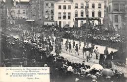BRUXELLES - 75e Anniversaire - Grand Cortège Historique.  Valets Portant Les écus Des Chevaliers - Feesten En Evenementen