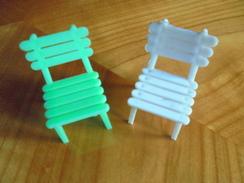 Ancien - Petit Lot De 2 Chaises En Plastique Pour Maison De Poupées - Toy Memorabilia