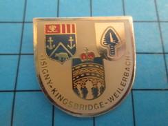 Pin912b  Pin's Pins / Rare Et De Belle Qualité VILLES / JUMELAGES ISIGNY KINGSBRIDGE WEILERBACH BALSON ECUSSON ARMOIRIES - Villes