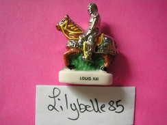 Feve En Porcelaine Décor Or Et Platine - LOUIS XIII à Cheval - Serie LES ARMURES DES ROIS DE FRANCE II 2004 ( Feves ) - History
