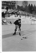 711x  Photo Originale Joueur De Hockey Patinage Patinoire à Situer - Cartes Postales