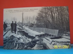TROYES (AUBE) INONDATIONS DU 22 JANVIER 1910. APRES LE DESASTRE, LE PONT DE LA VIENNE ECROULE ET.......... - Troyes