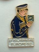 PIN'S LA POSTE - ST POL SUR THERNOISE - EUROPE 92 - FACTEUR - Mail Services