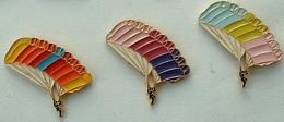 LOT DE 3 PIN'S PARACHUTE - Parachutting