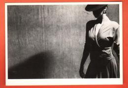 MIX-07 Trevor Watson, Femme à Chapeau - Fashion