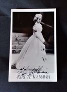 Autografo Su Foto - Kiri Te Kanawa - Soprano Neozelandese - Autographs