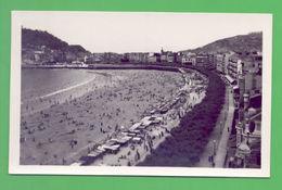 SPAIN SAN SEBASTIAN PEOPLE & BEACH 1950 YEARS POSTCARD - Postcards