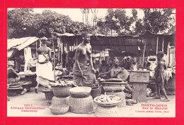 E-Benin-39Ph101  Dahomey PORTO NOVO, Sur Le Marché, Femme Seins Nus, Cpa BE - Benin