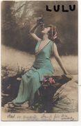 FEMMES N° 123 : Précurseur : Belle Dégustant Une Grappe De Raisin  ( édit. Reutlinger Paris N° 1900 ) - Femmes