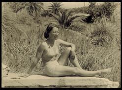 Photo Papier Cartonné Grand Format 18 X 13 - Femme En Maillot De Bain Pin Up Années 50 --- Del004b - Pin-ups