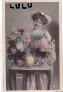 FEMMES N° 125 : Belle Tenant Un œuf De Pâques ( Stebbing Photo  V B C Série N° 3027 - 6° ) - Femmes