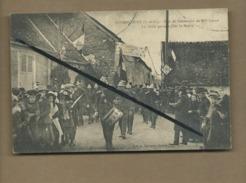CPA - Gommecourt -(S.-et-O.) -Fête Du Centenaire De Mme Collin -Le Défilé Partant Pour La Mairie  (défilé De Pompiers ) - France
