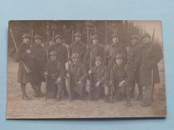 Peloton Militairen / Soldaten Met Wapen ( NO ID ) 19?? ( Foto ? : Zie Foto Details ) ! - Guerre, Militaire