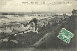 TROUVILLE -- La Digue Et La Jetée-promenade, Un Jour De Tempête                                  -- ND 44 - Trouville