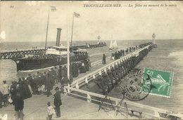 TROUVILLE -- Les Jetées Au Momentde La Marée                              -- ND 94 - Trouville