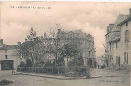 Cpa 79 Bressuire  Place Du 5 Mai - Bressuire