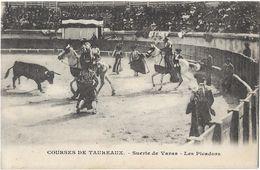 Courses De Taureaux - Les Picadors - Corrida