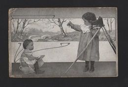 COMIC VINTAGE ART NOUVEAU POSTCARD 1917 CHILD BABY PHOTO CAMERA CHAMBER POT Z1 - Comics