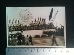 Photo - Le 15 Mai 1947 Bordeaux Tribune De L'Union Française, Avant Le Discours Politique Du Général De Gaulle, Drapeaux - Célébrités