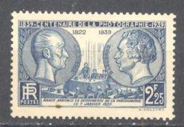 France: Yvert N° 427**; MNH; Photographie; Niepce; Daguerre; Cote 18.00€ - 1932-39 Paix
