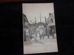 La Chapelle -  Montligeon . Entrée Du Bourg. Avant 1904 .Voir 2 Scans . - Bagnoles De L'Orne