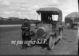 Guerre 14-18 AVIATION Plaque Verre  Militaire Devant VOITURE VB 110 Par Un Militaire Escadrille VB 110 - 1914-18