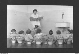 ENFANTS - LAISSEZ LES ENFANTS ÊTRE HEUREUX À LEUR FAÇON IL N'Y A PAS DE MEILLEUR FAÇON - Groupes D'enfants & Familles
