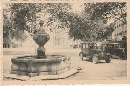 84 Carpentras Place De L'hopital  Fontaine XIII° (voitures) TBE - Carpentras