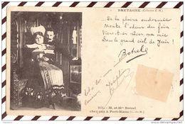 Z58  BRETAGNE MR ET MME BOTREL CHEZ EUX A PORT BLANC 1904   COSTUME    2 SCANS - Costumes