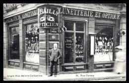 RARE CPA ANCIENNE FRANCE- PARIS (75)- SUPERBE VITRINE  LUNETTERIE ET OPTIQUE AVEC PROPRIETAIRE- ANGLE 2 RUES NOMMÉES - Francia