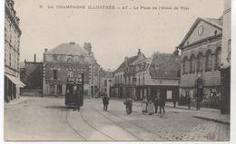 51..AY LA PLACE DE L HOTEL DE VILLE + TRAMWAY   TBE - Ay En Champagne