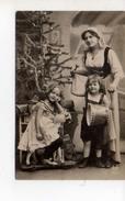 Ellen Et Samaman Sapin De Noel Et Sa Soeur - Children And Family Groups