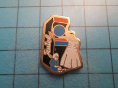 Pin513g Pin's Pins : Rare Et Belle Qualité : JEU D'ARCADE JEUTEL ENFANTS QUI DEVRAIENT ÊTRE A L'ECOLE  , Marquage Au Dos - Games