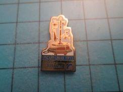 Pin513g Pin's Pins : Rare Et Belle Qualité : TELEPHONE DE 1911 PICART-LEBAS FRANCE TELECOM , Marquage Au Dos : ---- - France Telecom