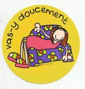 Cp Ronde , Diam. 15 Cms ,Round Postcard , 1997 , Santoro Graphics , Bang On The Door , 2 Scans,  R182 VAS Y DOUCEMENT - Other Illustrators