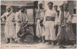 61216   Chez Les Spahis.  -- Le Perruquier. - Algeria